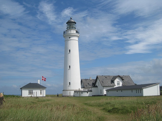 lighthouse-in-hirtshals-1096697_640